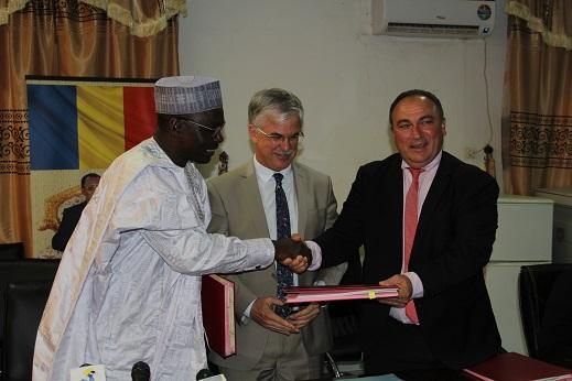 Signature de deux conventions entre la France et le Tchad le jeudi 6 décembre 2018. © DR