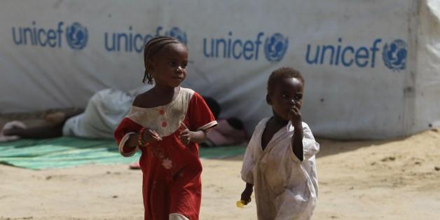 Des enfants réfugiés près d'un camp au Tchad. © DR