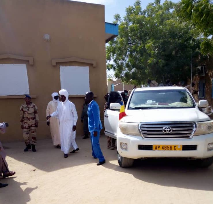Le gouverneur de la province du Ouaddaï, Ramadan Erdebou lors d'un déplacement à Abéché. © Alwihda Info/D.H.