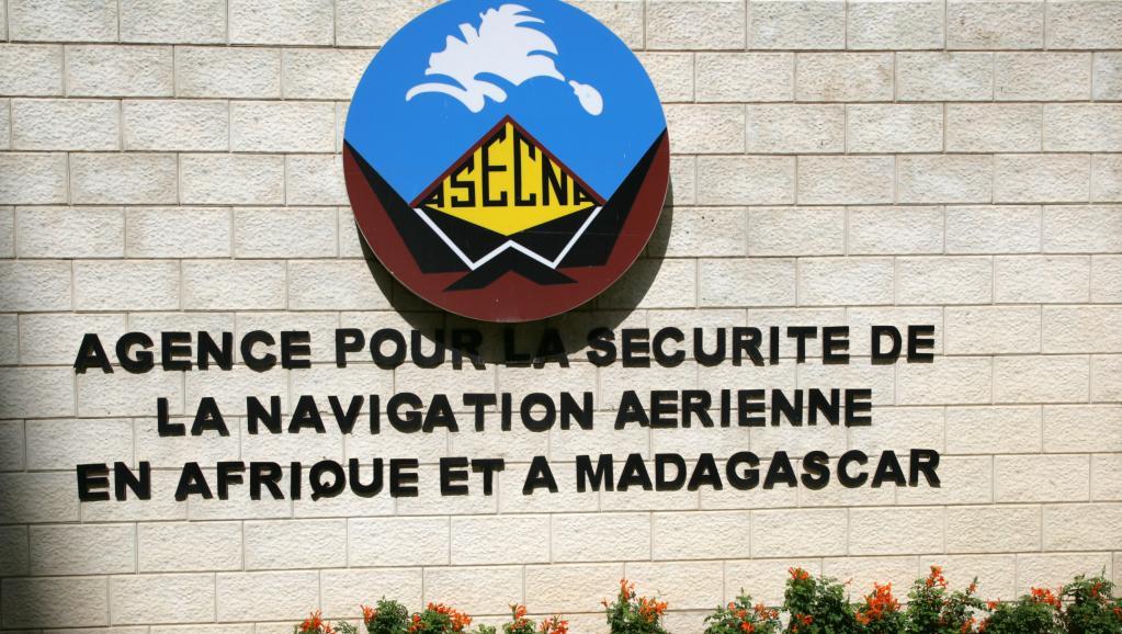 Le logo de l'Asecna, l'Agence pour la sécurité de la navigation aérienne en Afrique et à Madagascar. © SEYLLOU DIALLO / AFP