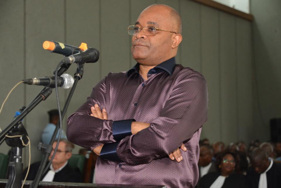 L'accusé Okombi Salissa devant la barre.