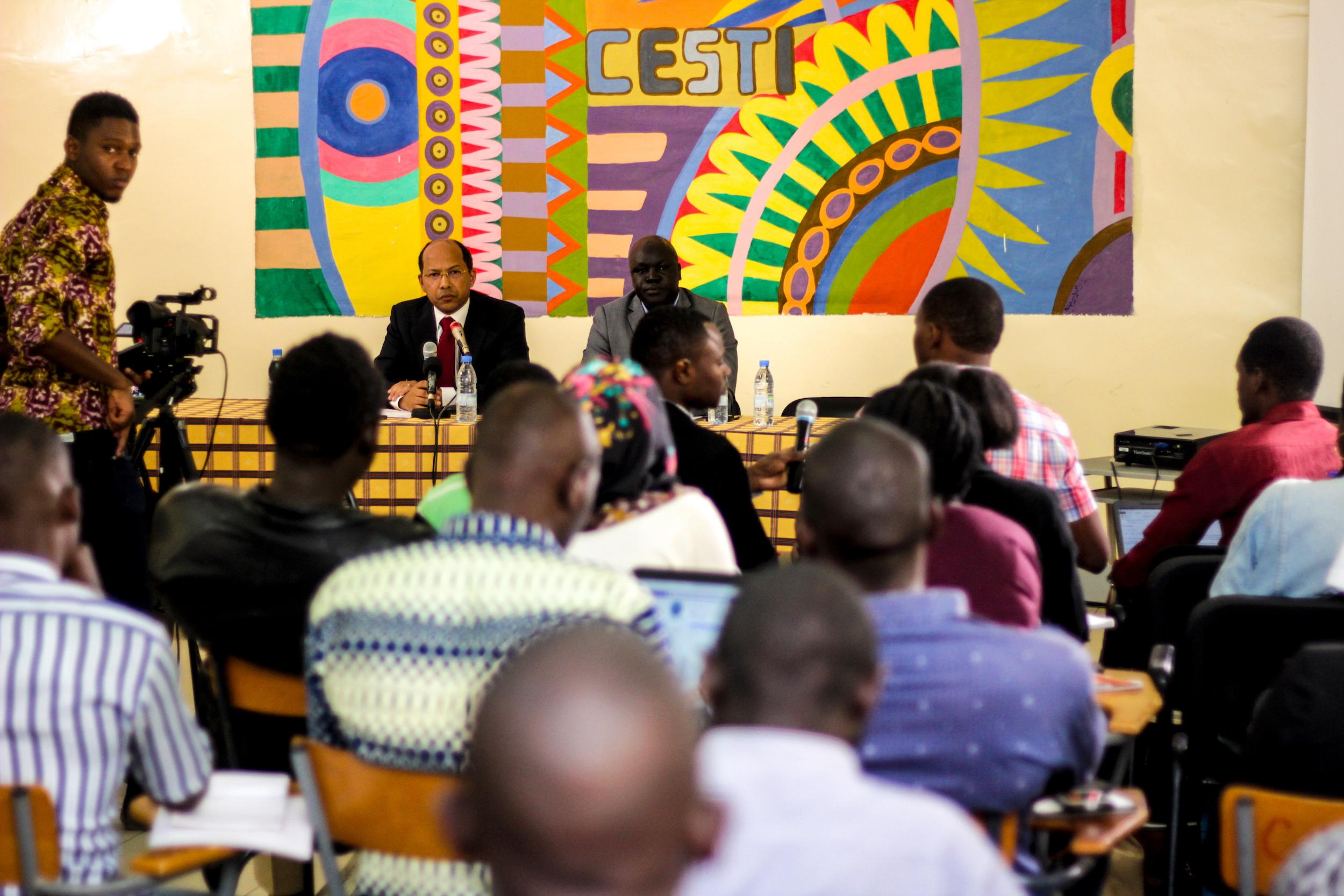 Le fondateur d'APO Group s'adresse aux étudiants d'une des écoles de journalisme les plus prestigieuses d'Afrique francophone. © APO