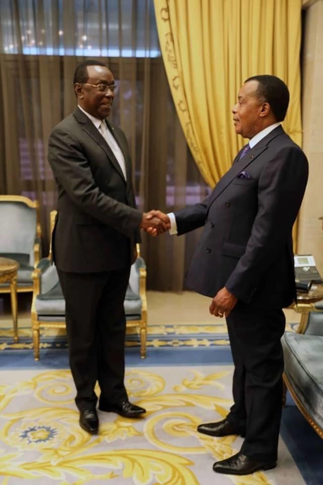 Denis Sassou N'Guesso et Bernard Makuza, main dans la main.