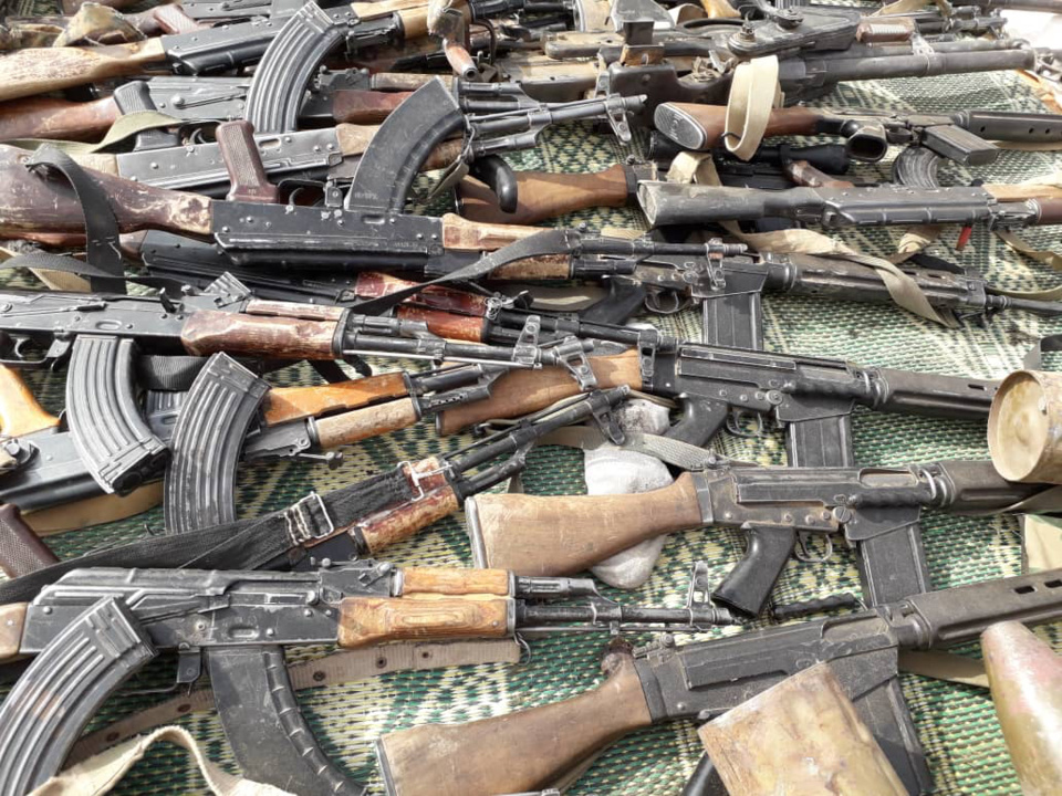 Des armes saisies entre les mains de rescapés de l'UFR par l'armée tchadienne. © Alwihda Info