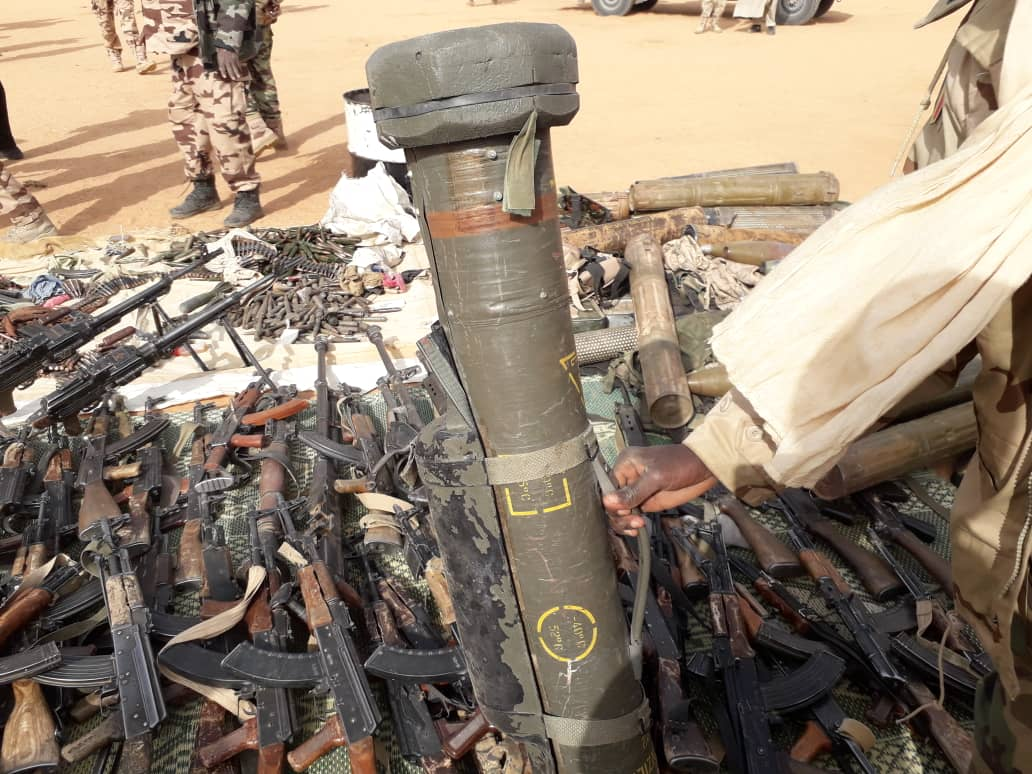 Des armes récupérées par l'armée tchadienne au nord du pays. © Alwihda Info
