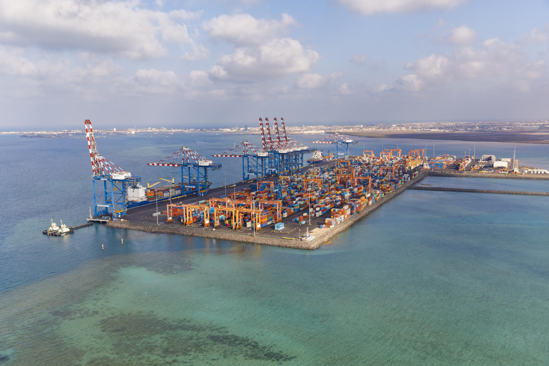 Djibouti, Nouveau port de containers de Doraleh.   Crédit Photo Patrick Robert. Février 2018.