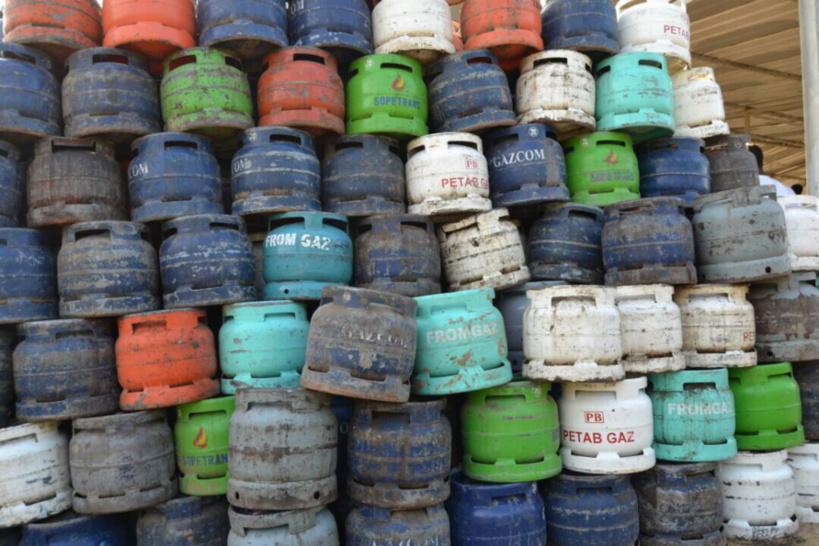 Des bouteilles de gaz exposées à N'Djamena. © DR