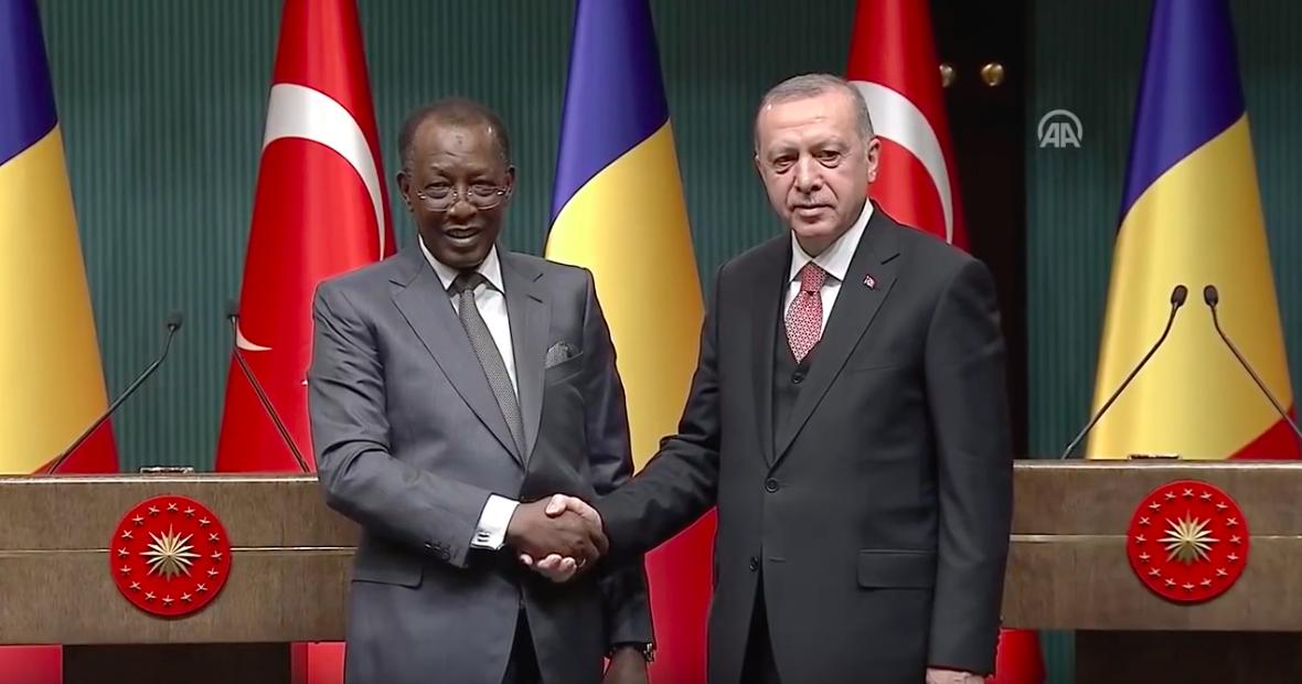Poignée de main entre les présidents Idriss Déby et Recep Tayyip Erdogan. © A.A.