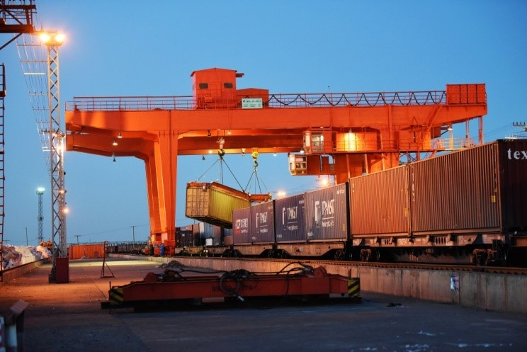 Railway port of Erenhot, Inner Mongolia conducts transshipment, January 8, 2019. (Photo from People's Daily online)