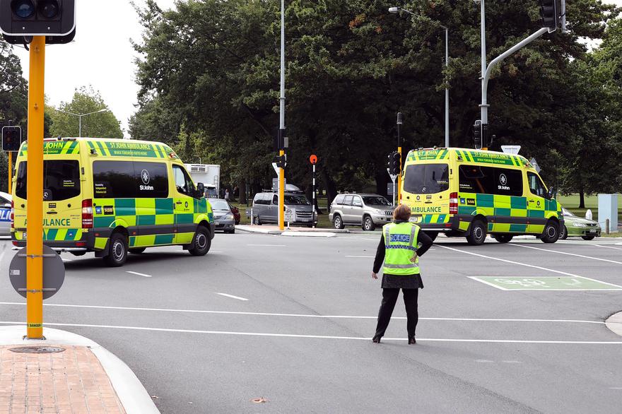 Des policiers mobilisés à Christchurch, en Nouvelle-Zélande, après deux fusillades dans des mosquées le 15 mars 2019 © RADIO NEW ZEALAND / AFP