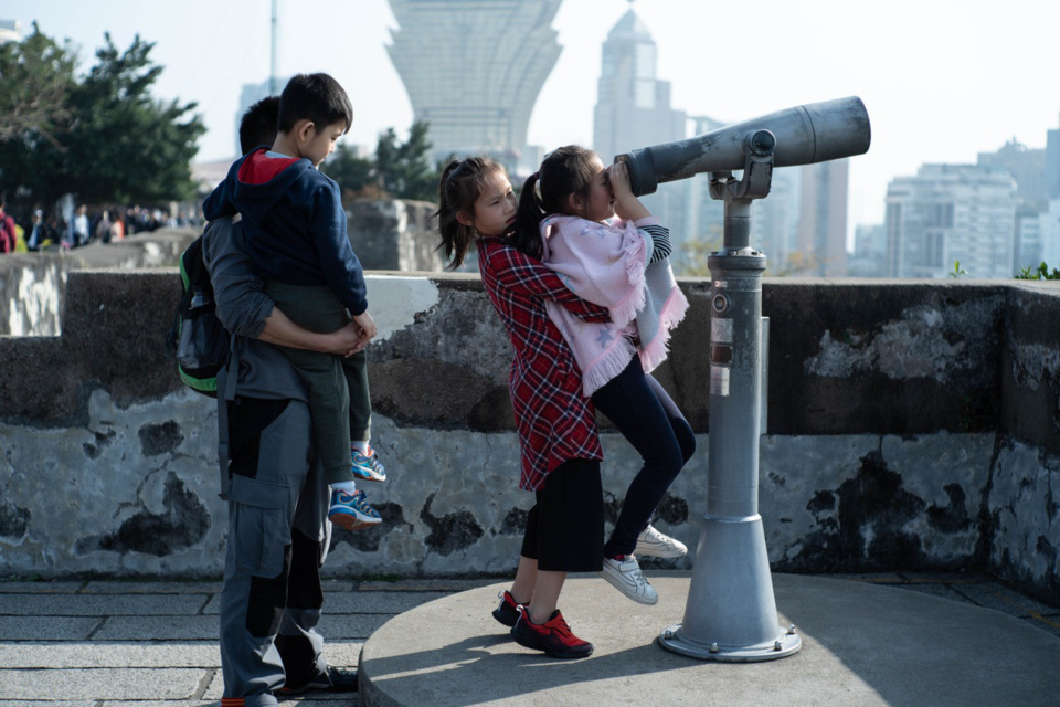 Tourists visit Mount Fortress in Macao on Jan. 23, 2019. Visitor arrivals in China's Macao Special Administrative Region (SAR) made a record of 35.80 million in 2018, increasing by 9.8 percent year-on-year and hitting a record high, the SAR's statistics service told a press conference on the same day. The opening of Hong Kong-Zhuhai-Macao Bridge and some other factors contribute to the satisfactory performance of its tourism industry. (Xinhua/Cheong Kam Ka)