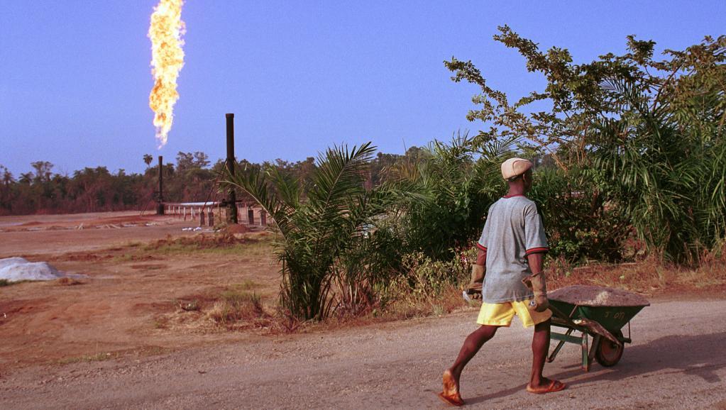 Près d'un champ de pétrole au Nigeria. Chris Hondros/Getty Images