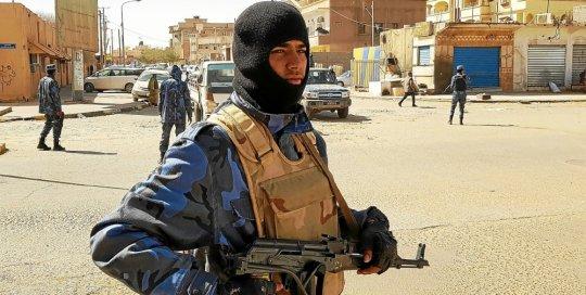 Les forces du maréchal Khalifa Haftar en patrouille dans la ville de Sebha, au sud de la Libye. © AFP