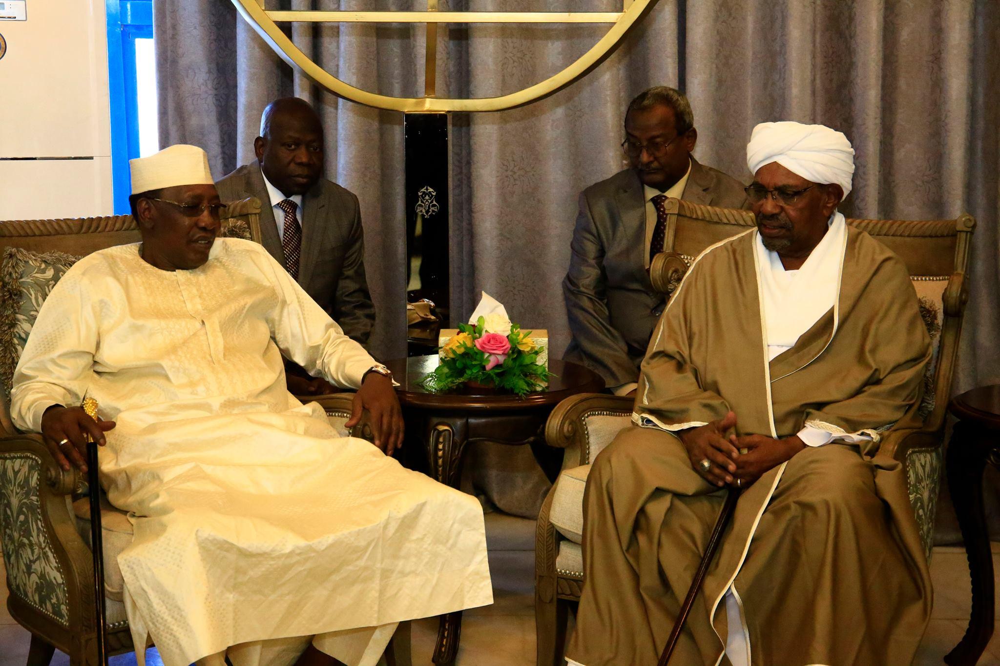 Idriss Déby et Hassan Omar El Béchir à Khartoum le jeudi 4 avril 2019. © DR