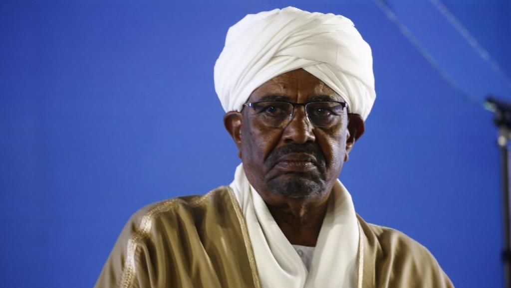 Le président soudanais Omar el-Béchir donne un discours pour le 63e anniversaire de l'indépendance de son pays, le 31 décembre 2018. © ASHRAF SHAZLY / AFP