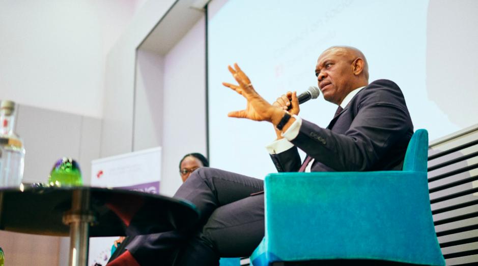 Tony Elumelu, CON, s'adressant à un public de haut niveau lors la conférence sur la transformation économique de l'Afrique organisée par la Fondation Tony Elumelu à Bruxelles le 10 avril 2019.