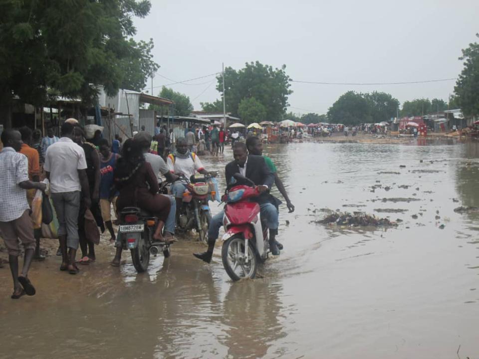 Une rue inondée à N'Djamena. © Alwihda Info