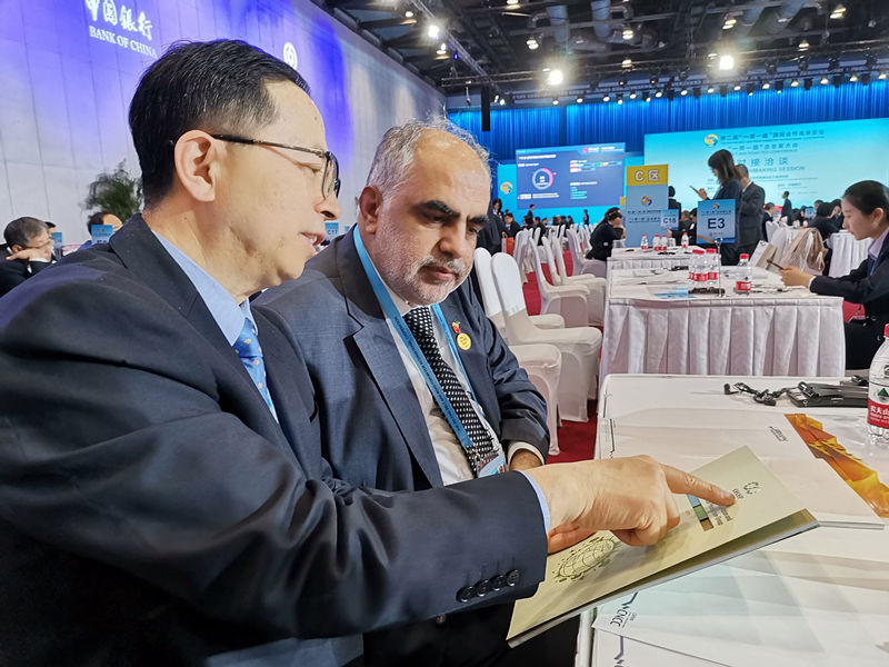 Entrepreneurs hold business negotiations at the Belt and Road CEO Conference during the 2nd BRF. Photo by Meng Xianglin, People's Daily