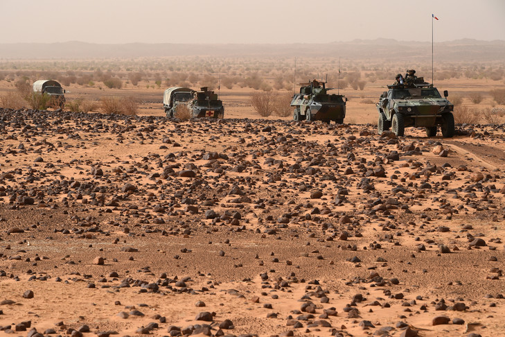 Véhicules de l'armée française lors de l'opération anti-terroriste Barkane dans le Sahel. 2015 PHILIPPE DESMAZES/AFP
