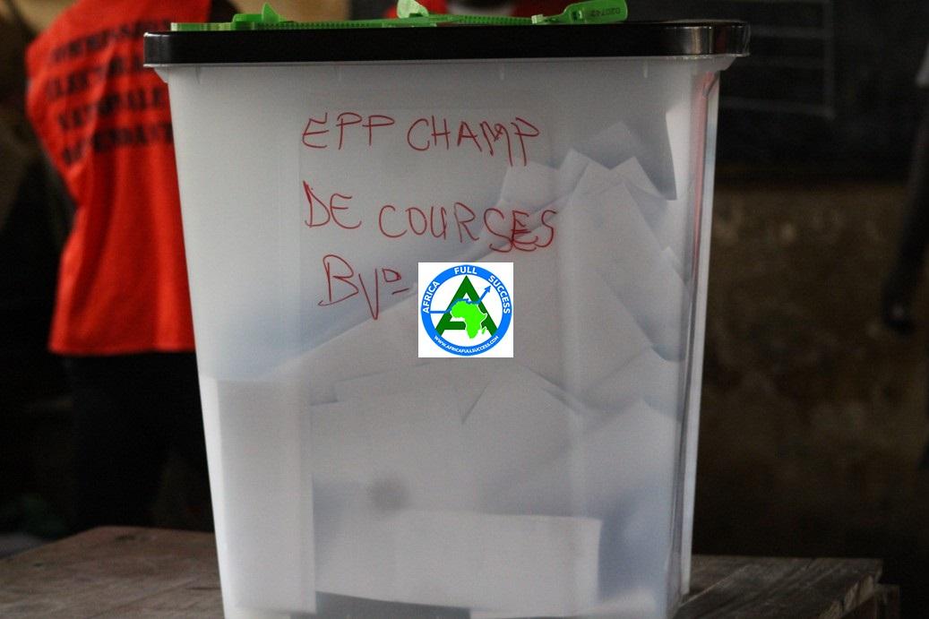 Une urne dans un bureau de vote au Togo. © DR