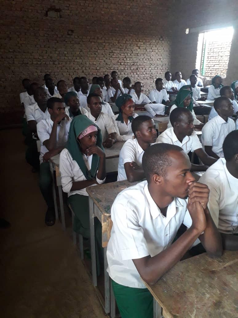 Des lycéens dans une salle de classe à Abéché. © Alwihda Info
