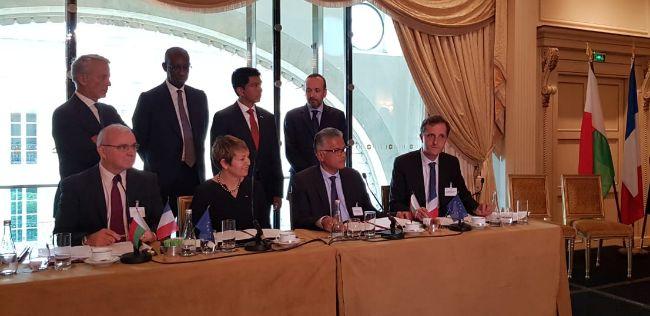 Les représentants du Consortium de la Nouvelle Energie Hydroélectrique de l'Onive (NEHO), formé par les sociétés Eiffage, Eranove et Themis, lors de la signature de l'accord à Paris le 28 mai 2019. © Eranove