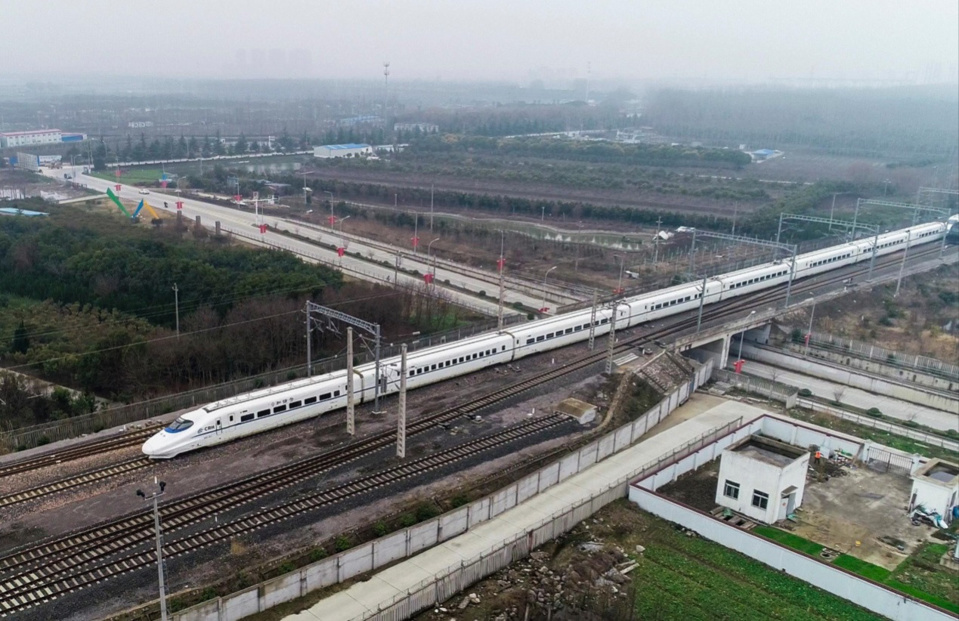 An aerial photo taken on Feb .21, 2019 shows a bullet train leaving Taizhou train station for Nantong, east China's Jiangsu province. (Photo by Tang Dehong from People's Daily Online)