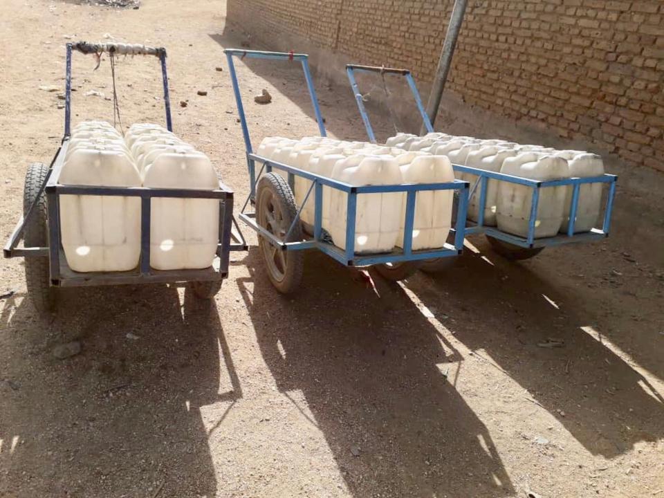 Des pousses-pousses d'eau à Abéché. © Alwihda Info