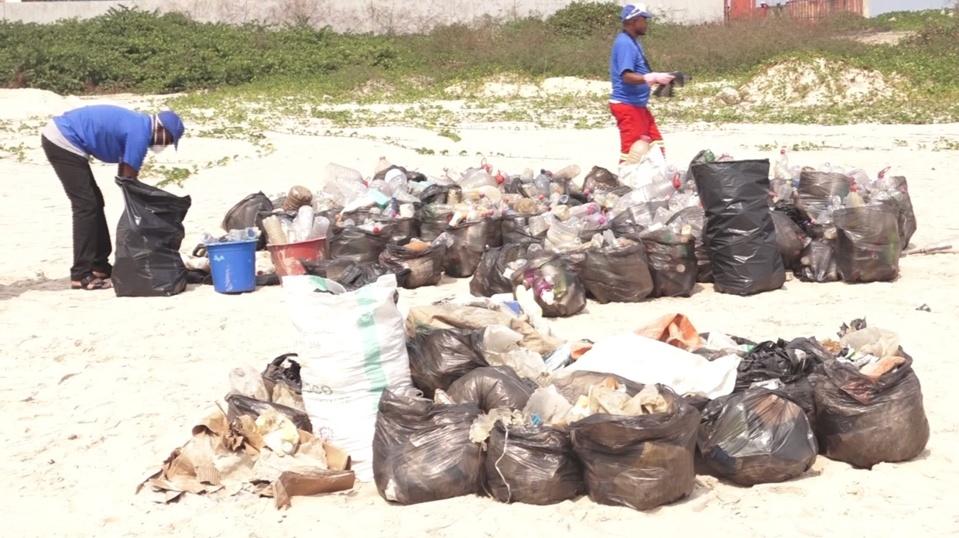 Opération ramassage et tri des ordures.