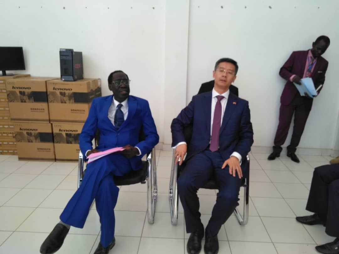 Le président de la CENI du Tchad, Mahamat Kodi et l'Ambassadeur de Chine au Tchad, Li Jin Jin. © Alwihda Info