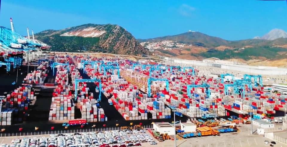 Des conteneurs entreposés au port Tanger Med.