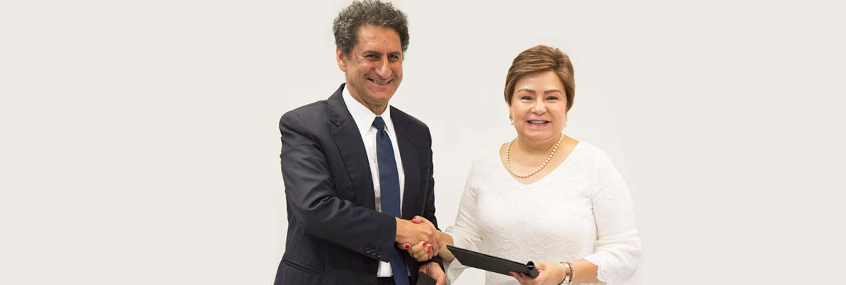 Patricia Espinosa and Francesco La Camera sign MOU. © DR