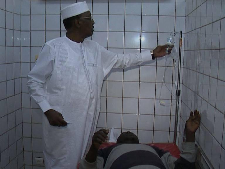 Tchad : le président Idriss Déby sous le choc après une descente en pleine nuit dans un hôpital. © PR