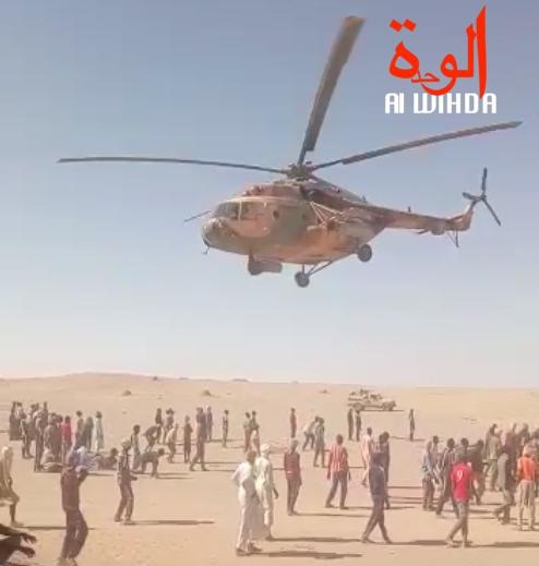 Un hélicoptère de l'armée survole Mandjam 35, juste au-dessus d'orpailleurs, le 13 juillet 2019. © Alwihda Info