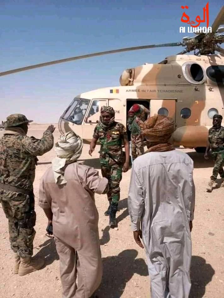 Le ministre délégué à la Présidence, chargé de la défense nationale, des anciens combattants et victimes de guerre, Mahamat Abali Salah accueilli à Kouri Bougoudi. © Alwihda Info