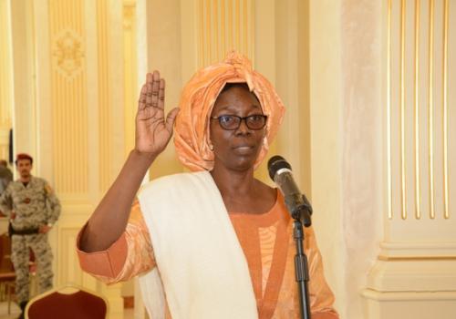 Tchad : la ministre du Commerce, Achta Djibrine Sy prête serment. © PR