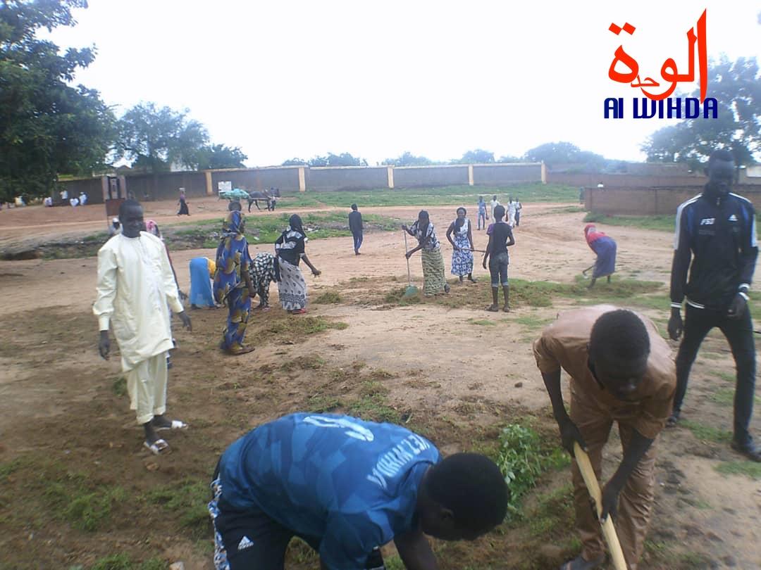 Tchad : une opération de salubrité à Goz Beida. ©Alwihda Info