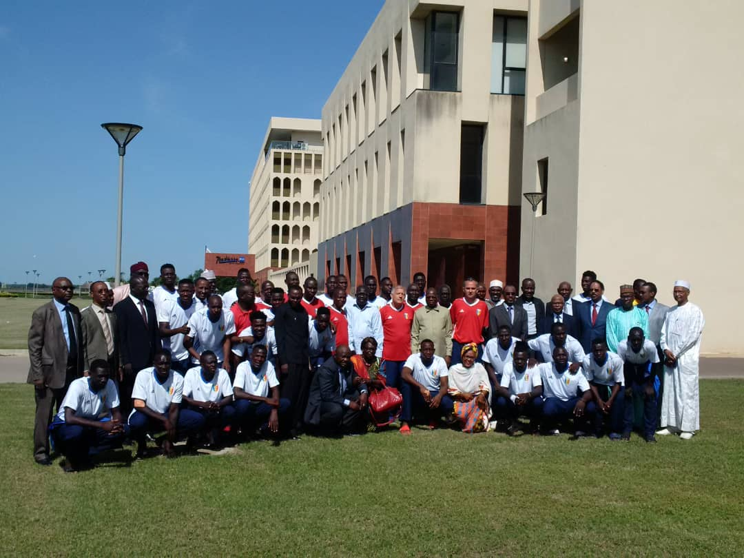 Tchad : le ministre Kalzeubé Pahimi promet une prime aux SAO en cas de victoire. © PR