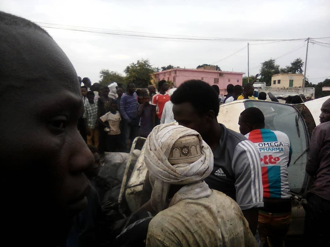 Tchad : un véhicule et ses occupants tombent dans un caniveau après un accident. © Alwihda Info