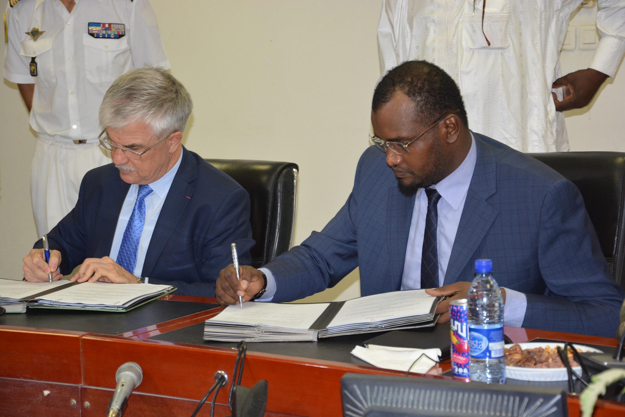 Le Tchad et la France signent des accords de sécurité et de défense. © Amb. FR au Tchad