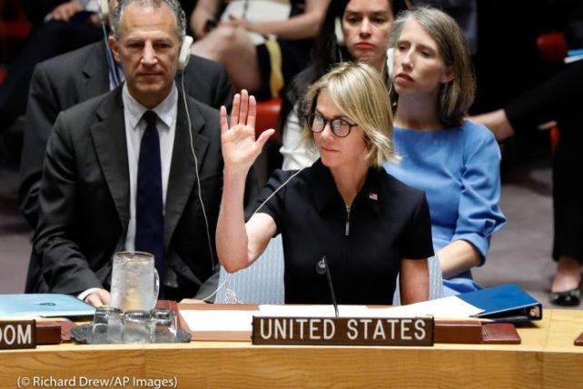 L'ambassadrice Kelly Craft vote pour la première fois lors d'une séance du Conseil de sécurité de l'ONU, le 12 septembre 2019. (© Richard Drew/AP Images)
