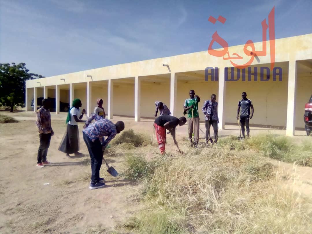 Tchad : des bénévoles nettoient le gouvernorat du Ouaddaï