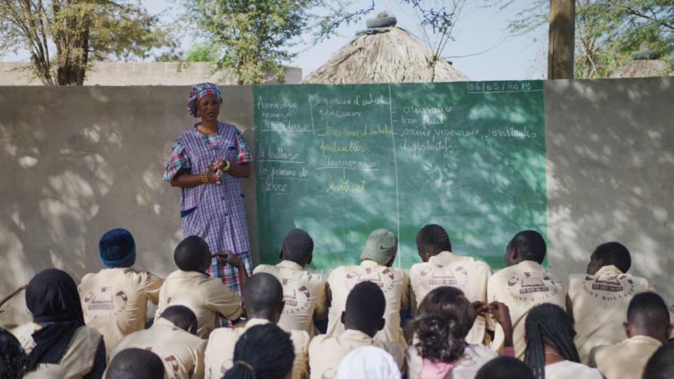 Mme Arame Diop Gueye dispense une formation agricole à la TVET Academy de Mont-Rolland à Thiès, l'une des institutions qui participent au projet mené par Education Development Center (EDC) et soutenu par la Mastercard Foundation.
