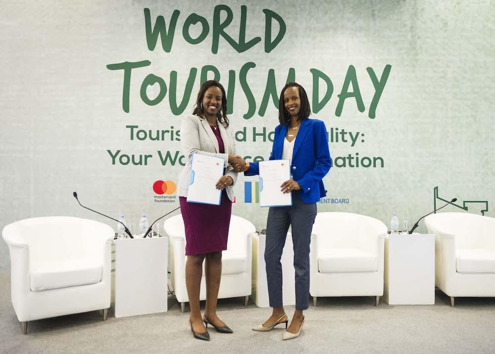 Rica Rwigamba, directrice de programme et représentante du Rwanda, Mastercard Foundation et Belise Kariza, responsable du tourisme au Rwanda Development Board annoncent un partenariat stratégique avec Mastercard Foundation et son initiative Hanga Ahazaza.