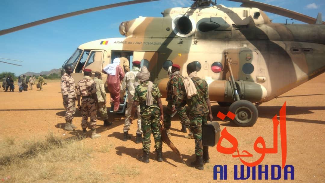 Tchad : les ministres de la défense et de l'administration se rendent à Tissi en hélicoptère. © Alwihda Info