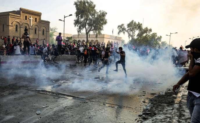 Manifestation à Bagdad (Irak), le 1er octobre. AHMAD AL-RUBAYE / AFP