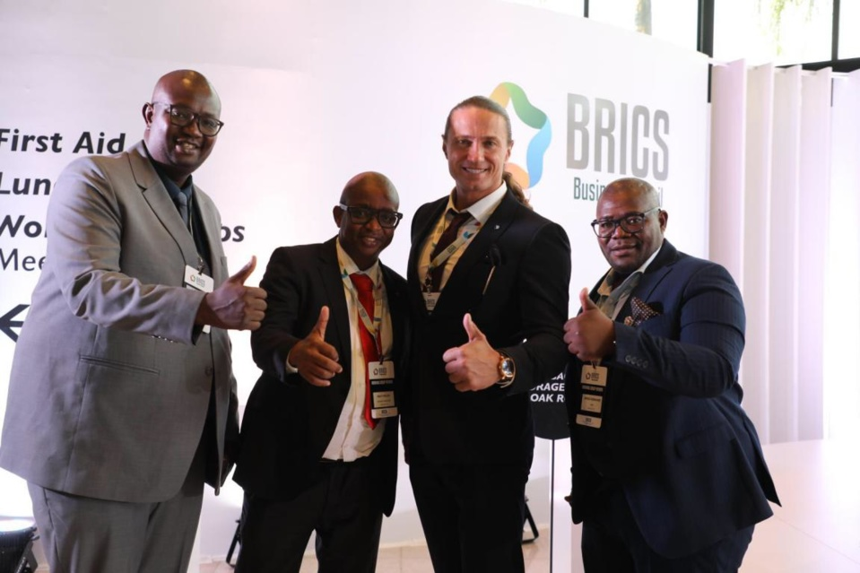Ahead of the plenary meeting of the BRICS Business Council, entrepreneurs from South Africa and Russia pose for a picture after having cordial exchanges. (Photo by Zhao Yipu from People's Daily)