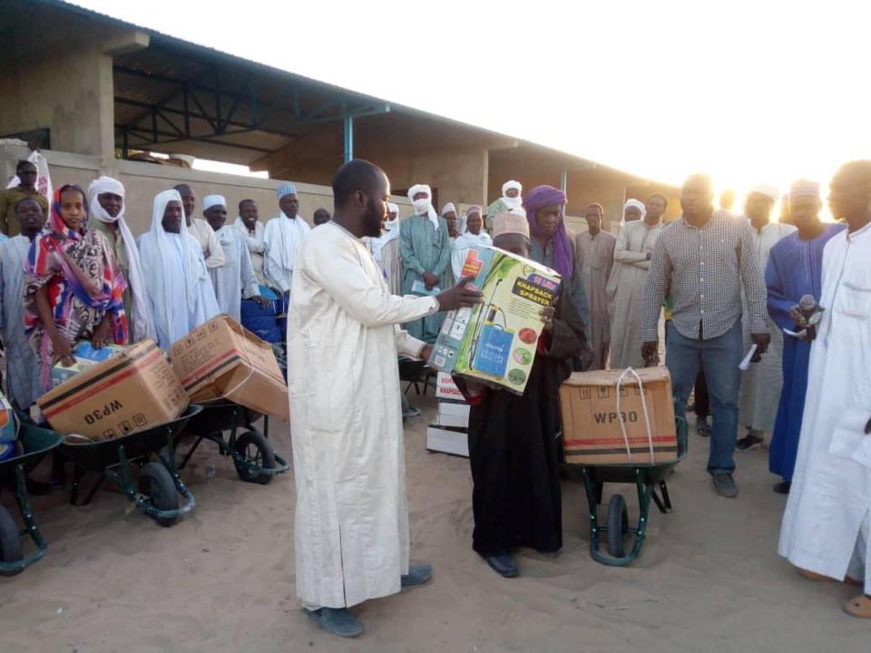 Tchad : des kits agricoles distribués à des groupements des jeunes et femmes au Lac. © OSLT