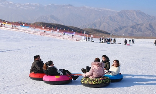 Visitors enjoy sledding on Tuesday at the Baicheng hot spring skiing venue in Baicheng County, Aksu in Northwest China's Xinjiang Uyghur Autonomous Region. (Photo by Shan Jie from Global Times)