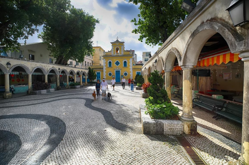 Photo shows Coloane Fishing Village, a time-honored port in Macao. Many typical buildings remain there till today. (Courtesy of the Chinese Cultural Exchange Association)
